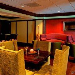 Отель Churchill Hotel Near Embassy Row США, Вашингтон - отзывы, цены и фото номеров - забронировать отель Churchill Hotel Near Embassy Row онлайн гостиничный бар