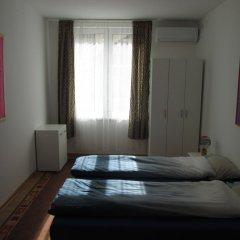 Апартаменты Admiral Apartments комната для гостей