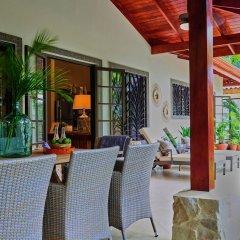 Отель Harbor Reef Beach & Surf Resort интерьер отеля