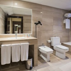 Отель ILUNION Almirante Испания, Барселона - 2 отзыва об отеле, цены и фото номеров - забронировать отель ILUNION Almirante онлайн ванная фото 2