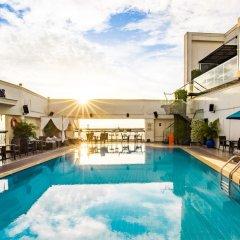 Отель Renaissance Riverside Hotel Saigon Вьетнам, Хошимин - отзывы, цены и фото номеров - забронировать отель Renaissance Riverside Hotel Saigon онлайн бассейн фото 3