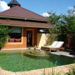 Отель Chic+Chill @ Eravana Паттайя бассейн