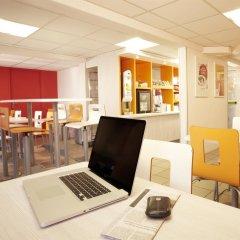 Отель Premiere Classe Lyon Est - Aéroport Saint Exupéry гостиничный бар фото 2