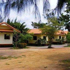 Отель Baan Pak Rim Nam парковка