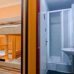 Отель Prague Square Hostel Чехия, Прага - отзывы, цены и фото номеров - забронировать отель Prague Square Hostel онлайн ванная фото 2