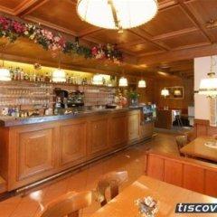 Отель Zum Weissen Roessl Сарентино гостиничный бар