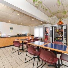 Отель Americas Best Value Inn Effingham интерьер отеля