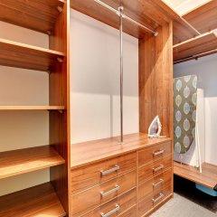 Апартаменты Blue Mandarin Apartments - Szafarnia сейф в номере