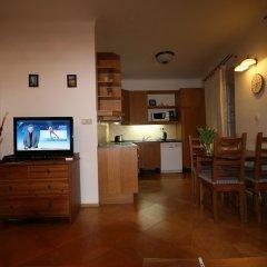 Апартаменты Apartment Stare Mesto Anenska комната для гостей фото 5