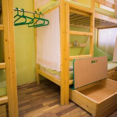 Cucumber Hostel сейф в номере