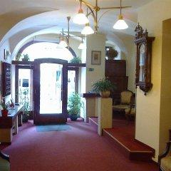 Hotel U Tri Pstrosu Прага интерьер отеля