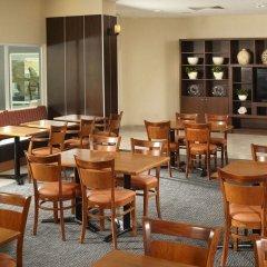 Отель Fairfield Inn by Marriott Los Cabos Мексика, Кабо-Сан-Лукас - отзывы, цены и фото номеров - забронировать отель Fairfield Inn by Marriott Los Cabos онлайн питание