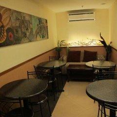 Отель Gran Prix Hotel & Suites Cebu Филиппины, Себу - отзывы, цены и фото номеров - забронировать отель Gran Prix Hotel & Suites Cebu онлайн питание фото 2
