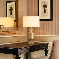 Отель The Westin Palace сейф в номере