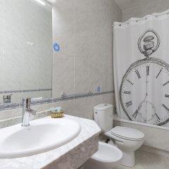 Отель Hostal Vazquez De Mella Мадрид ванная