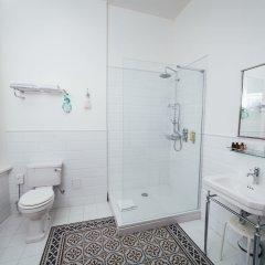 Отель Sherlock Art Hotel Латвия, Рига - отзывы, цены и фото номеров - забронировать отель Sherlock Art Hotel онлайн ванная