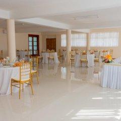 Отель Travellers Beach Resort