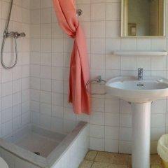 Отель Hostal Rom Испания, Курорт Росес - отзывы, цены и фото номеров - забронировать отель Hostal Rom онлайн ванная