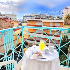 Отель Residhotel Les Coralynes Франция, Канны - 9 отзывов об отеле, цены и фото номеров - забронировать отель Residhotel Les Coralynes онлайн бассейн