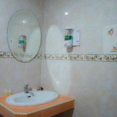 Отель Gold Coast Inn ванная фото 2