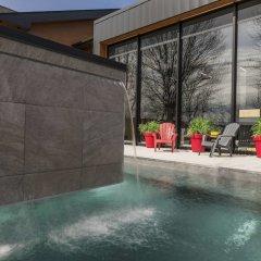 Отель Hôtel & Suites Normandin Lévis Канада, Сен-Николя - отзывы, цены и фото номеров - забронировать отель Hôtel & Suites Normandin Lévis онлайн бассейн
