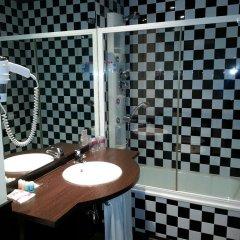 Отель Petit Palace Plaza de la Reina Валенсия ванная фото 2