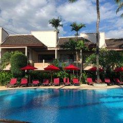 Отель Coconut Village Resort бассейн