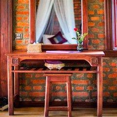 Отель Riverside @ Hsipaw Resort интерьер отеля фото 2