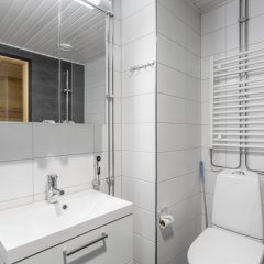 Отель WeHost Leinelänkaari 21 Финляндия, Вантаа - отзывы, цены и фото номеров - забронировать отель WeHost Leinelänkaari 21 онлайн ванная фото 2