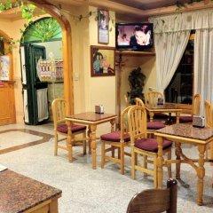 Отель Hostal Los Corchos гостиничный бар