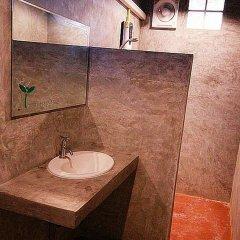 Отель Baan Chalok Hostel Таиланд, Остров Тау - отзывы, цены и фото номеров - забронировать отель Baan Chalok Hostel онлайн ванная фото 2