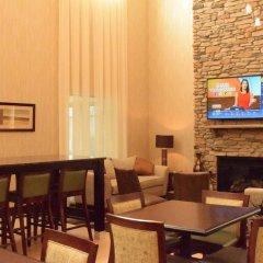 Отель Holiday Inn Express & Suites Geneva Finger Lakes гостиничный бар