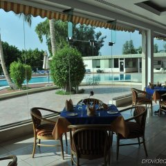 Отель Holiday International Sharjah ОАЭ, Шарджа - 5 отзывов об отеле, цены и фото номеров - забронировать отель Holiday International Sharjah онлайн гостиничный бар