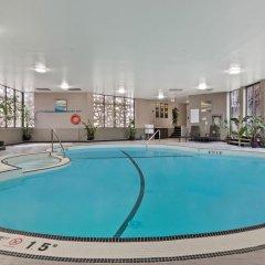 Отель Best Western Premier Calgary Plaza Hotel & Conference Centre Канада, Калгари - отзывы, цены и фото номеров - забронировать отель Best Western Premier Calgary Plaza Hotel & Conference Centre онлайн бассейн фото 3