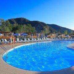 Отель Conca DOro Village Италия, Вербания - отзывы, цены и фото номеров - забронировать отель Conca DOro Village онлайн бассейн