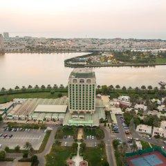 Отель Holiday International Sharjah пляж