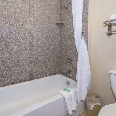 Отель Comfort Inn & Suites Maingate South ванная