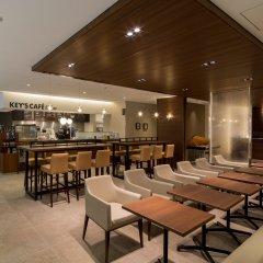 Отель First Cabin Akasaka Япония, Токио - отзывы, цены и фото номеров - забронировать отель First Cabin Akasaka онлайн гостиничный бар
