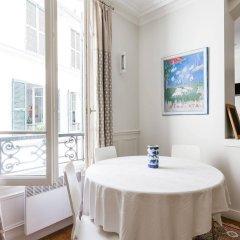 Отель onefinestay - Trocadéro apartments Франция, Париж - отзывы, цены и фото номеров - забронировать отель onefinestay - Trocadéro apartments онлайн балкон