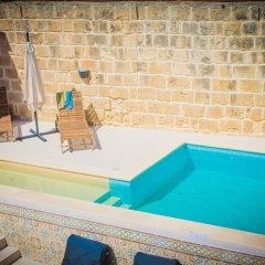 Отель Lemon Tree Bed & Breakfast Мальта, Заббар - отзывы, цены и фото номеров - забронировать отель Lemon Tree Bed & Breakfast онлайн бассейн фото 2