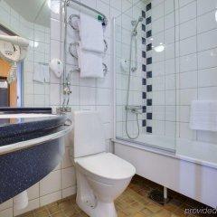 Отель Park Inn by Radisson Stockholm Solna Швеция, Солна - отзывы, цены и фото номеров - забронировать отель Park Inn by Radisson Stockholm Solna онлайн ванная