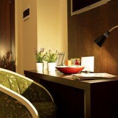 Отель Oxford Hotel Албания, Тирана - отзывы, цены и фото номеров - забронировать отель Oxford Hotel онлайн удобства в номере фото 2