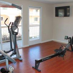 Отель Crystal Inn Suites & Spas фитнесс-зал фото 2