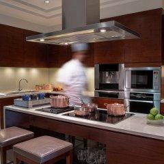 Отель The Ritz-Carlton, Dubai в номере фото 2