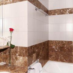 Отель Astoria Hotel Испания, Барселона - 13 отзывов об отеле, цены и фото номеров - забронировать отель Astoria Hotel онлайн ванная фото 2