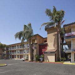 Отель Red Roof Inn Tulare - Downtown/Fairgrounds парковка