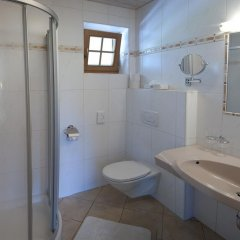 Отель Aparthotel Bergland Австрия, Зёлль - отзывы, цены и фото номеров - забронировать отель Aparthotel Bergland онлайн ванная