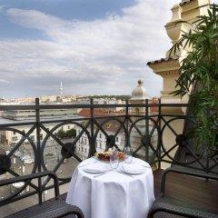 Отель Kings Court Hotel Чехия, Прага - 13 отзывов об отеле, цены и фото номеров - забронировать отель Kings Court Hotel онлайн балкон