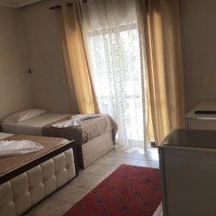 Отель Skampa Голем сейф в номере