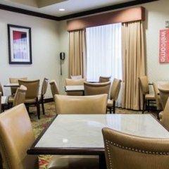 Отель Comfort Inn & Suites Maingate South гостиничный бар